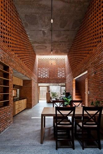 Ngôi nhà có kiến trúc độc đáo làm từ gạch nung