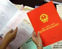 Sổ đỏ mang tên hộ gia đình, mẹ chồng bán đất có cần xin chữ ký của con dâu?
