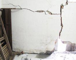 Liệu có được khởi kiện khi hàng xóm làm nứt tường nhà mình?