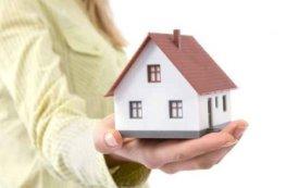Vợ có thể mua nhà riêng do mình đứng tên được không?
