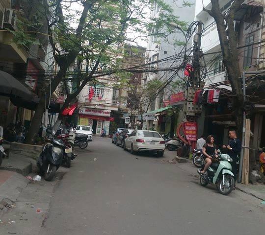 Nhà phố Khương Trung, kinh doanh ngày đêm, lô góc, ô tô đỗ.